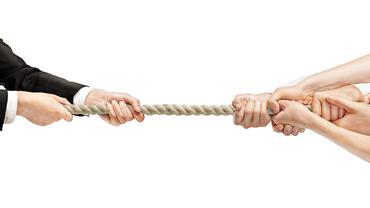 Kraftakt Tauziehen Kampf Verhandlung gemeinsam stark