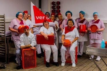 Kolleg*innen des Klinikums Bremerhaven beim Rote-Kleidung-Tag