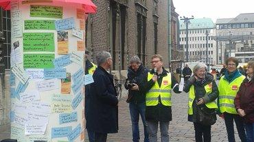 """Eine """"Litfaßsäule"""" voller Forderungen: Aktion am 03.04.2019 in Bremen"""
