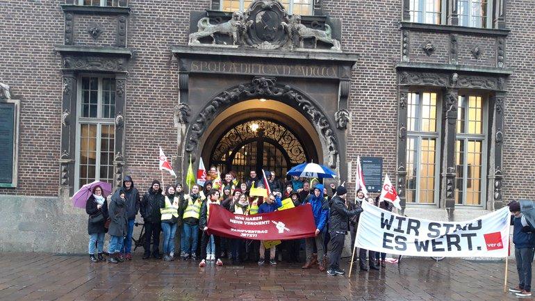 Studentische Hilfskräfte bekräftigen Forderungen nach einem Tarifvertrag